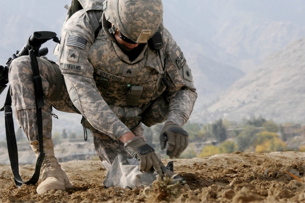 California-Army-Guard-horticulturalist-in-Afghanistan-army.mil-58187-2009-12-09-101205-1024x682
